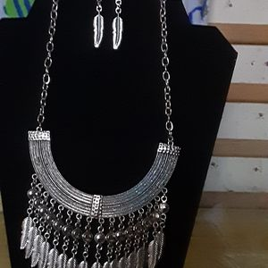 Feathered shape necklace